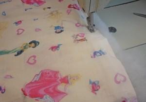 стачать одеяло по краю
