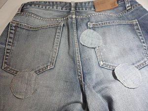 залатать джинсы